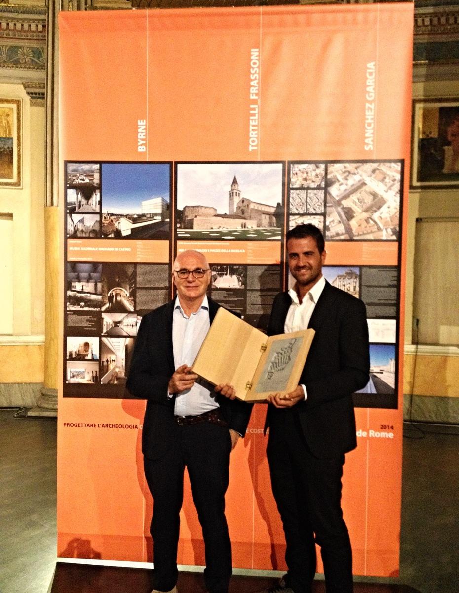 Primo Premio al Piranesi Prix de Rome 2014 per i lavori di Riqualificazione del Complesso Basilicale di Aquileia (studio GTRF). Nella foto l'arch. Giovanni Tortelli (titolare dello studio GTRF) e l'arch. Gianni Naoni nel giorno della premiazione a Roma